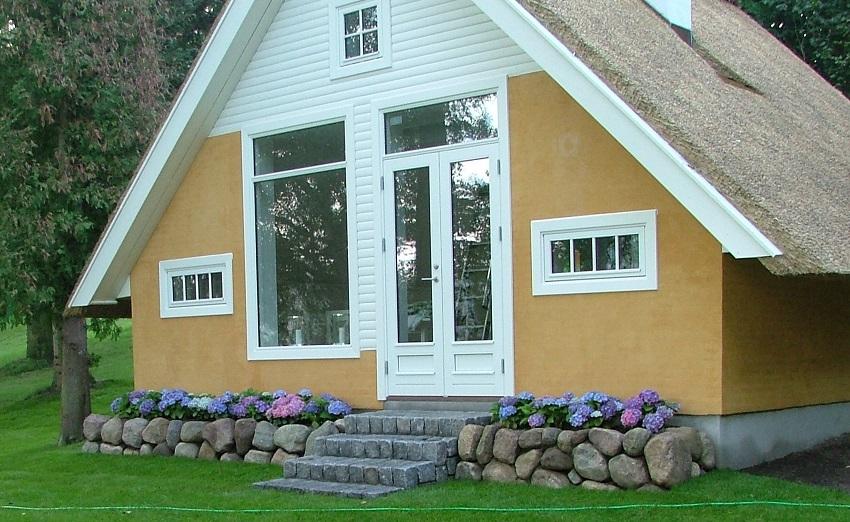 Stensætning - Med trappe i granit og blomsterbed